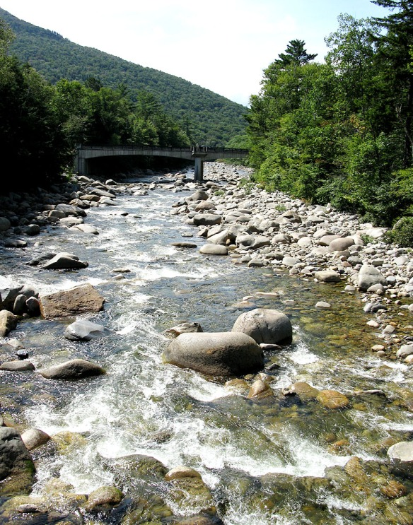 75-MountainsStream-HP-1