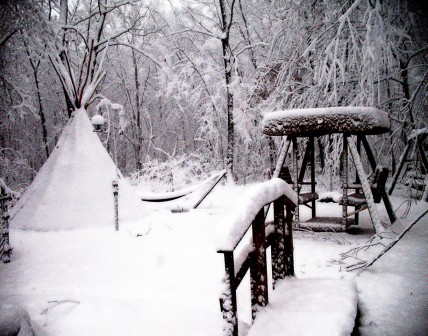 Out back while the snow is falling - Marilyn Armstrong