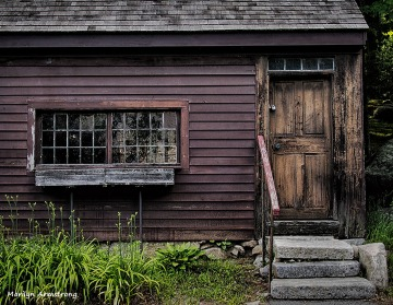 A stoop from the 1700s is still a stoop ... even though it's in Upton, Massachusetts rather than New York