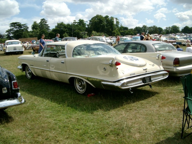 1959 imperial custom 4-door southampton rear