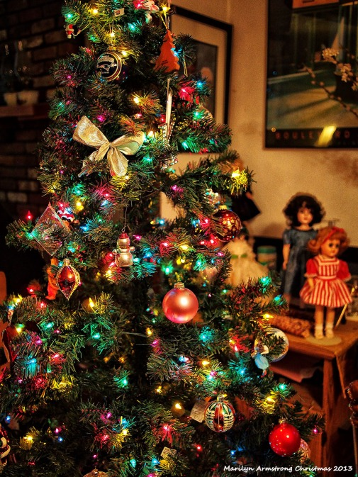 tree and dolls