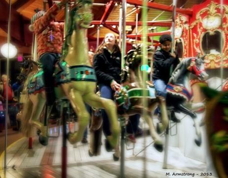96-carousel_012