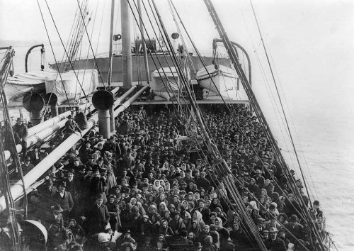 Ellis-Island-passengers-on-ship