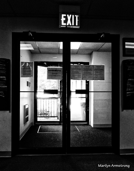 75-Exit_ BW-NK_31