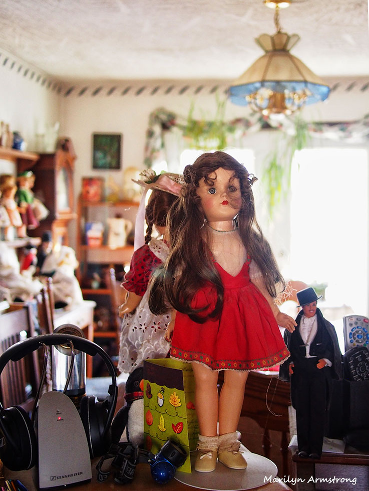 dolls and clutter pre christmas