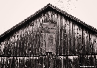 old wood barn BW
