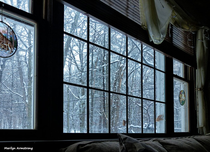 72-Inside Snowy Day_05