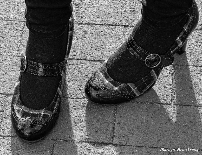 75-feet shoes-BW- 3