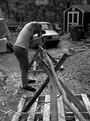 BW building the teepee