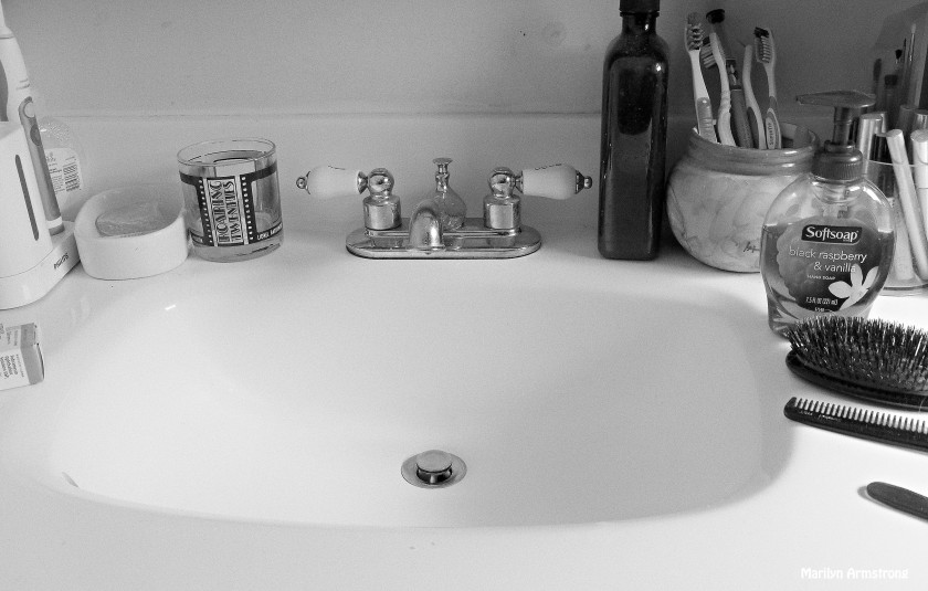 porcelain sink sunshine BW