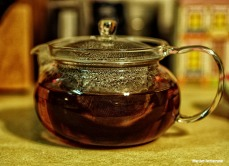 brewing tea in glass teapot 2