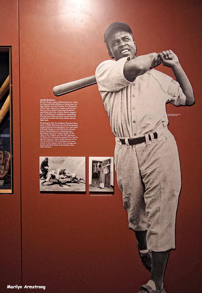 72-Jackie-Robinson-new-Baseball-HOF_036