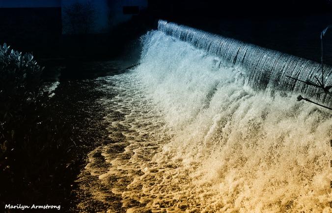 Bi-tonal treament (warm-cold filter) on the Mumford River Dam