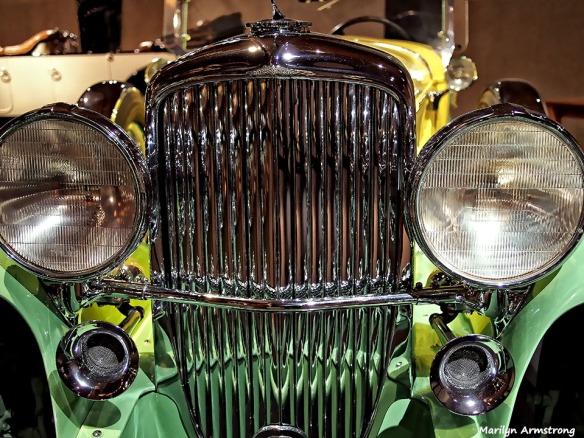 72-shiny-grill-antique-car