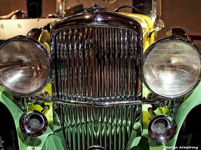 72-shiny-grill-antique-car