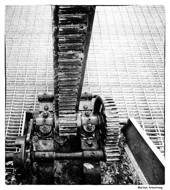 72-BW-Noir-Gears-Locks-Canal-082216_01