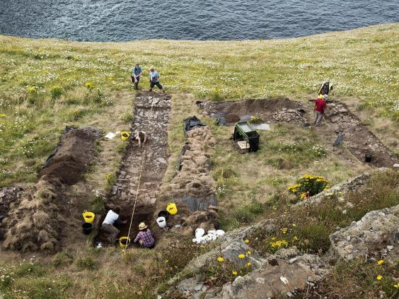 CORNWALL ARCHAEOLOGICAL-22-07-16-dig-11