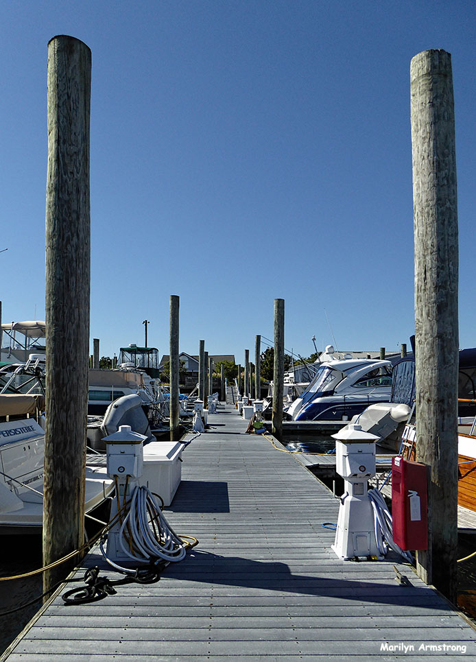 Airy afternoon at the marina