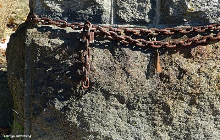 72-rusty-chain-cemetary-ma-10072016_088