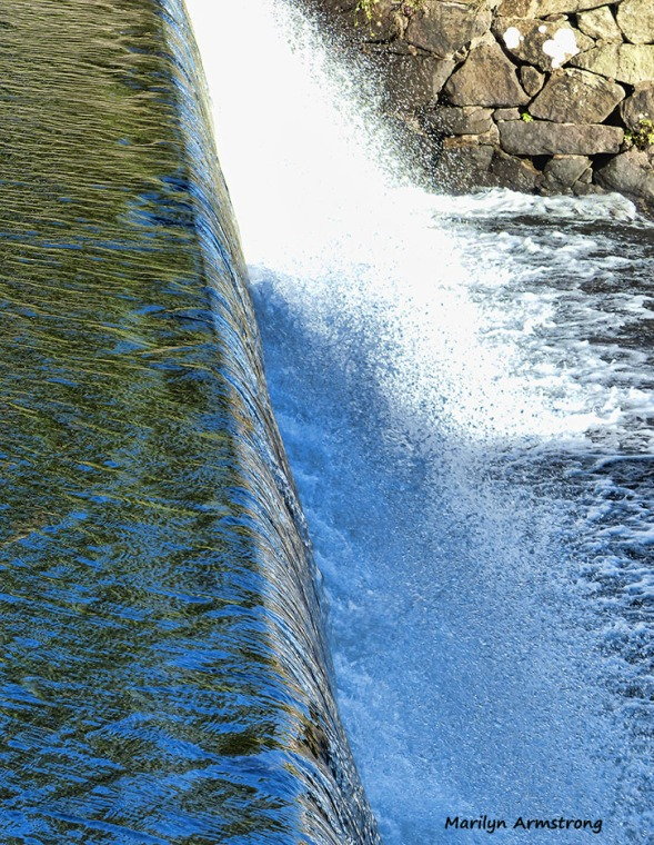 72-shiny-water-mumford-dam-autumn-10102016_009