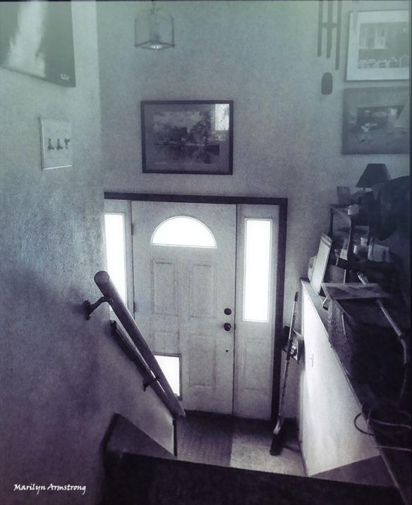 72-bw-grunge-entry-home-16112016_04