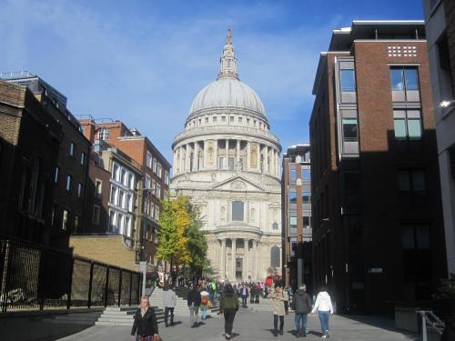 Approaching St. Paul's Cathedral