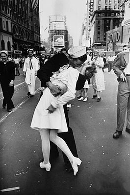 alfred_eisenstaedt_kiss_v-j_day_times_square_