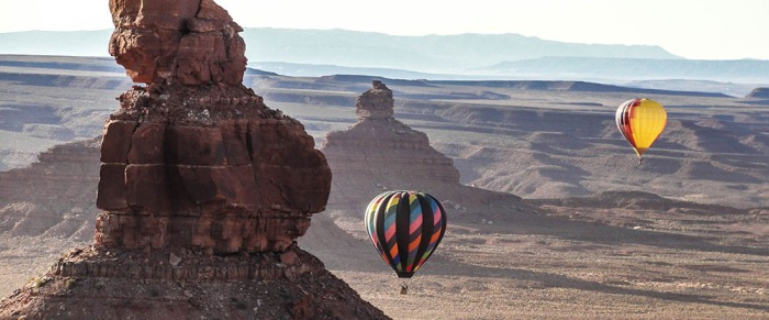 hot-air-balloons-over-monument-valley