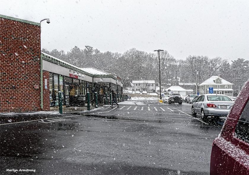 180-hannaford-snow-falling-310117_001