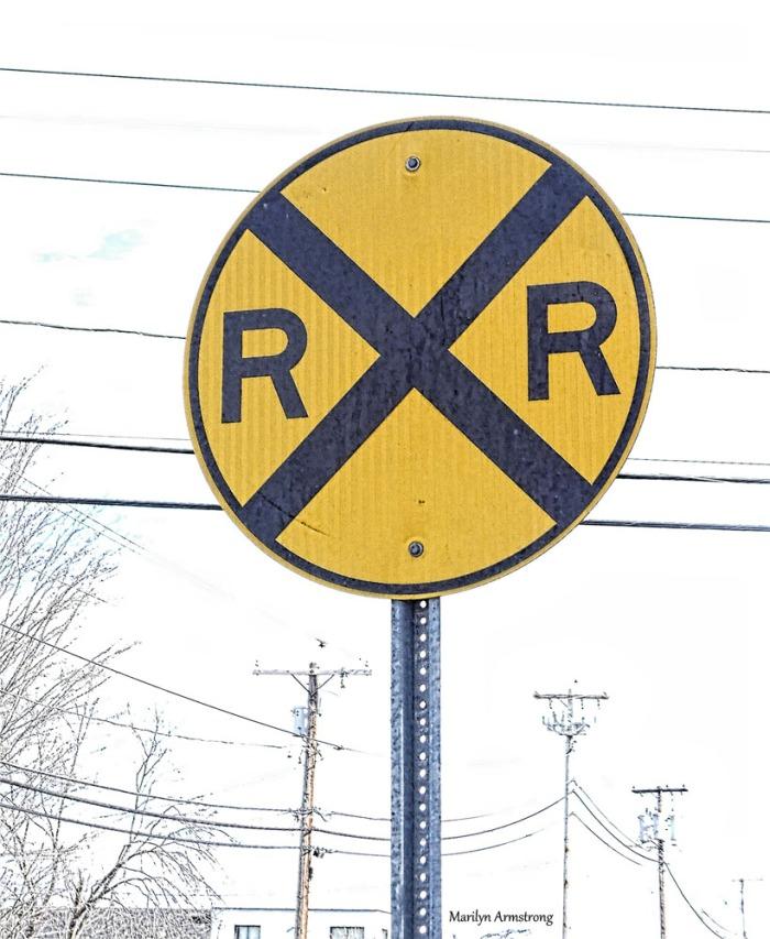 180-railroad-sign_20170303_028
