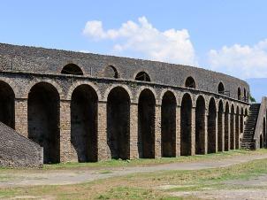 pompeii coliseum-01