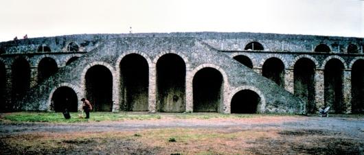 pompeii coliseum-02