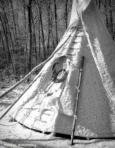 300-bw-teepee-snow_01