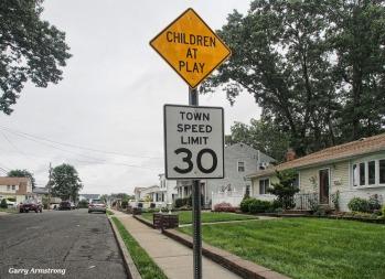 300-stop-which-way-long-island-gar-081817_103
