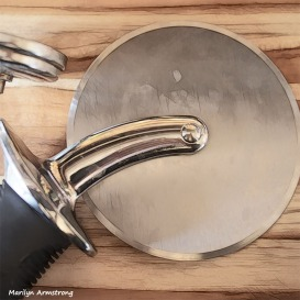 300-square-round-pizza-cutter-04262015_07