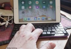 300-Hand-iPad-Mini-4-04202018_014