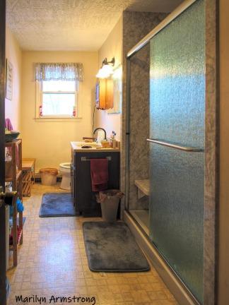 300-room-wide-angle-bath-redo-03152019_110