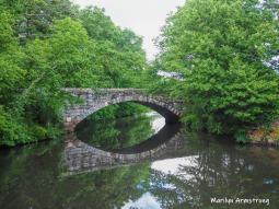 The stone bridge in the rain