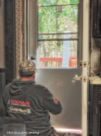 300-vertical-glow-kitchen-door-swap_100820_112