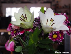 300-bouquet-two-lilies_031621_027