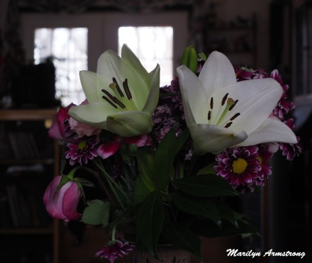 300-bouquet-wide-two-lilies_031621_026